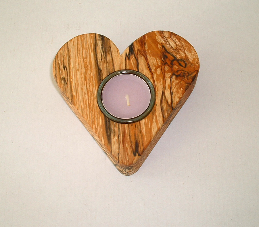 Herz aus gemasertem Erlen-Holz, ca. 12 x 3 cm, Holzherz mit einem Teelicht - Maserholz