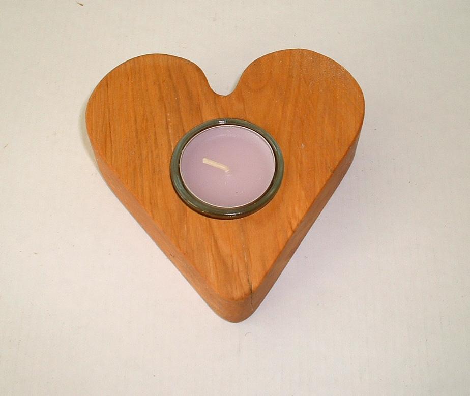 Herz aus Erle-Holz, ca. 12 x 3 cm, Holzherz mit einem Teelicht