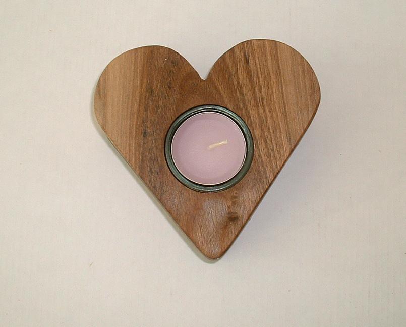 Zum Valentinstag - Herz aus Nussbaumholz, Holzherz mit einem Teelicht