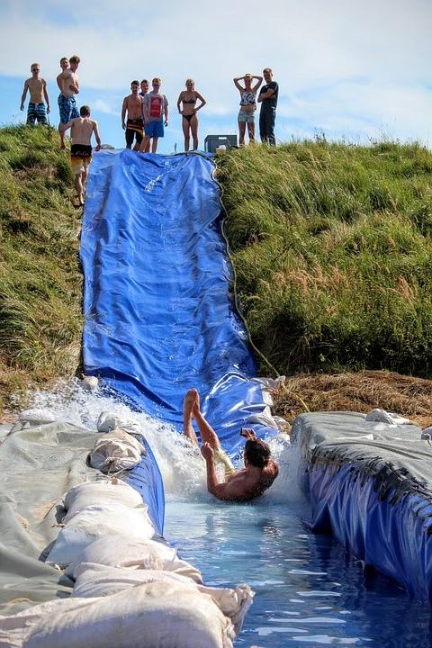 Wasserrutsche bauen mit unserer Schwimmbadfolie ca. 700g/m² Farbe: hellblau